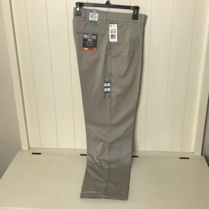 Dockers Classic Fit D3 Iron Free Khaki 30 X 32 New
